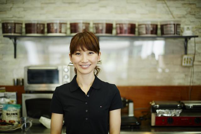 カフェ女性2